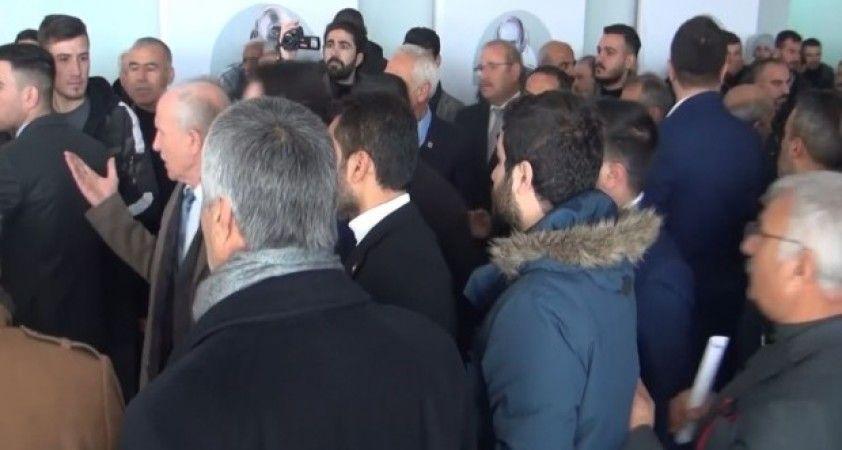Şanlıurfa'da CHP İl Kongresi olaylı başladı