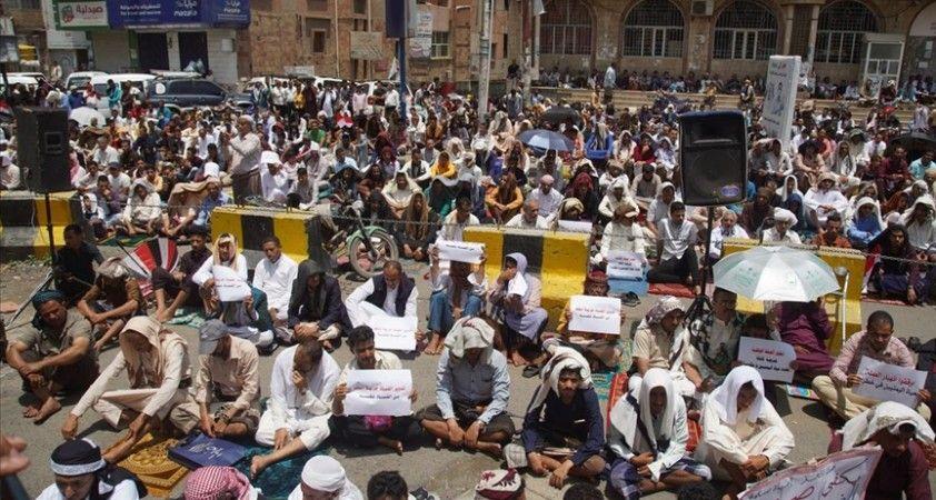 Yemen'in Taiz ilinde hayat pahalılığı ve yolsuzluğa karşı protestolar devam ediyor