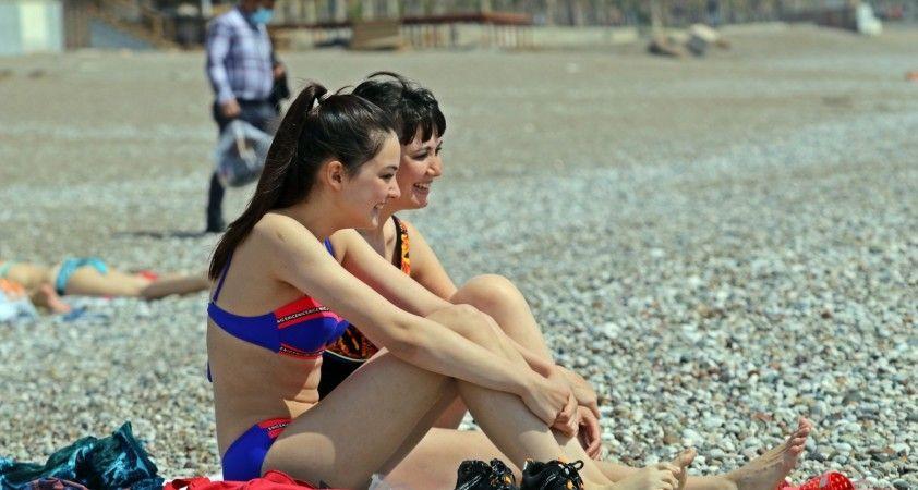 Kısıtlamasız deniz keyfinde Rus turist yoğunluğu