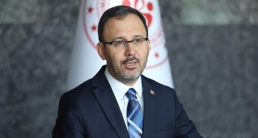 Bakan Kasapoğlu, Metin Oktay'ı kabri başında andı