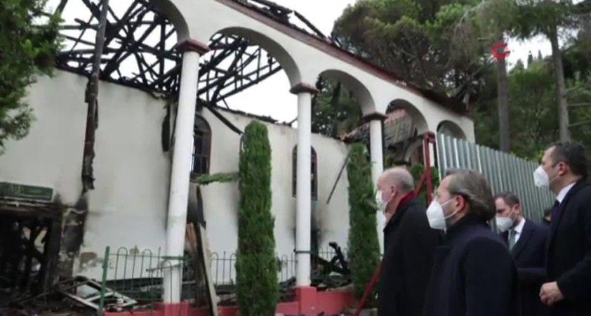 Cumhurbaşkanı Erdoğan, Vaniköy Camii'de incelemelerde bulundu