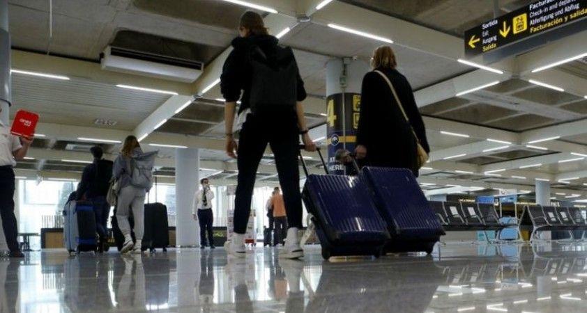 Times gazetesi, İngiltere hükümetinin uluslararası seyahat için ülkeleri üç gruba ayıracağını yazdı