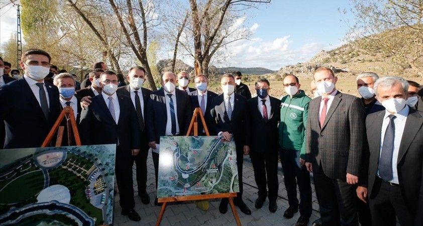 Cumhurbaşkanı Yardımcısı Oktay Çekerek'te rafting alanı çalışmalarını inceledi
