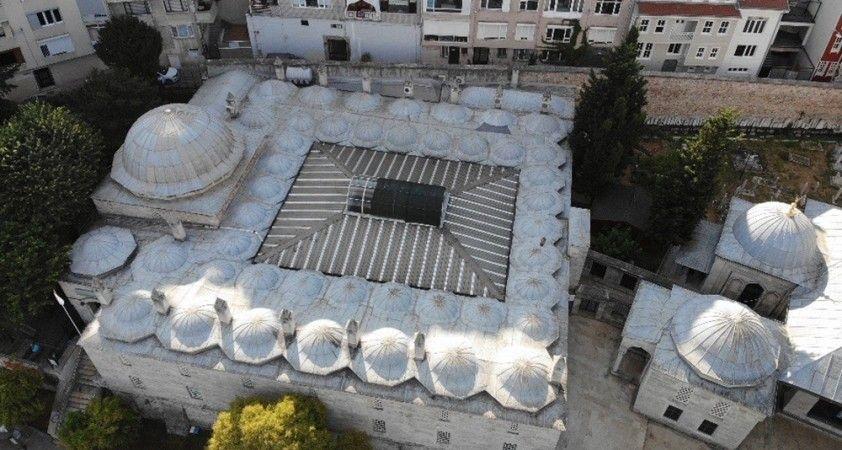 Tepkilerin ardından klima üniteleri kaldırılan tarihi cami havadan görüntülendi