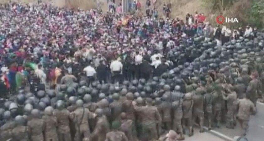 Guatemala'da askeri polis ile göçmenler arasında arbede