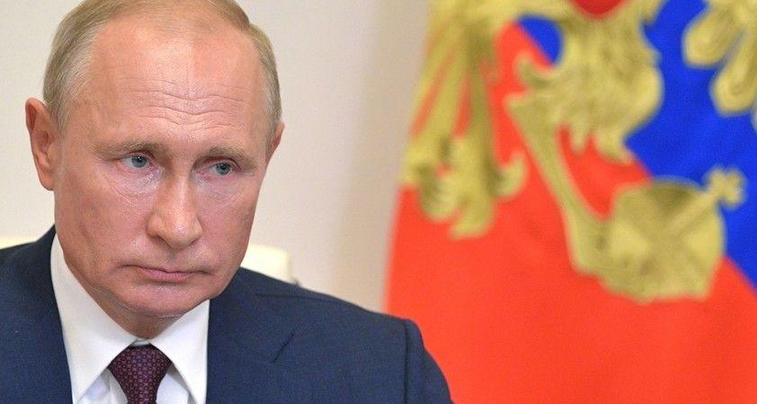 "Putin: ""Rusya'nın korona virüs aşısı tescillendi"""