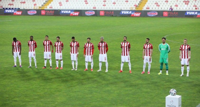 Sivasspor'da ceza sınırındaki futbolcular kart görmedi