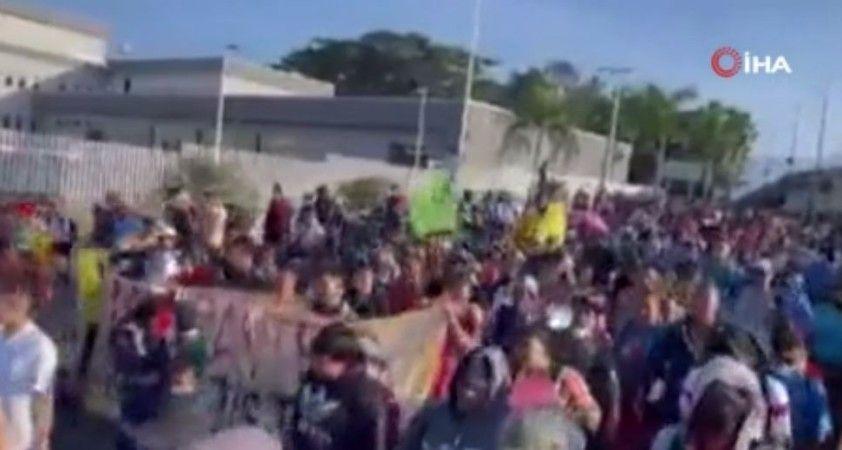 Meksika'da göçmenlerden başkent Mexico City'e protesto yürüyüşü