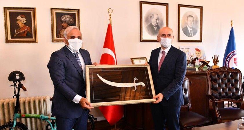 Bakan Karaismailoğlu, Belediye'nin çalışmaları ile ilgili bilgi aldı