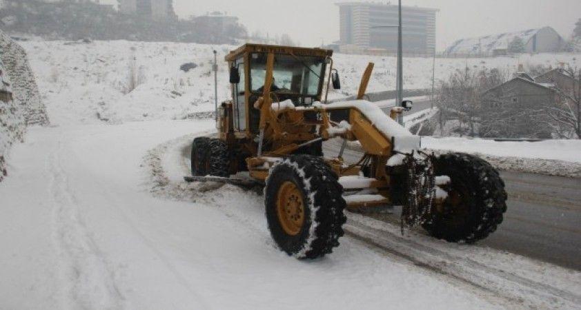 Bitlis'te 34 köy yolu ulaşıma kapandı