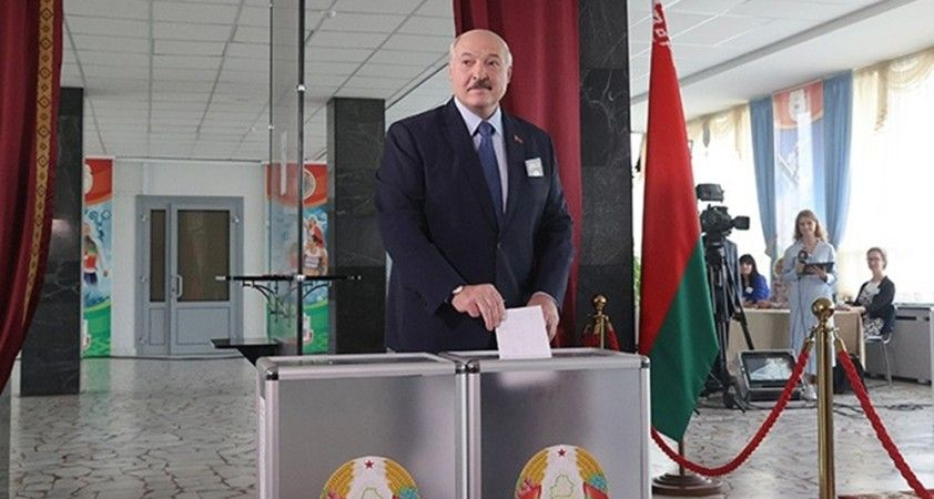 Belarus'ta seçimlerin galibi resmen Lukaşenko oldu