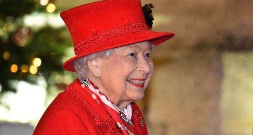 Kraliçe İkinci Elizabeth Noel'i ailesinden ayrı geçiriyor