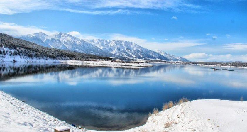 Adatepe Barajı doğal güzelliğiyle ilgi çekiyor
