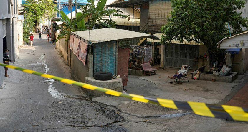 Kamboçya polisinden koronavirüs kısıtlamalarına uymayanlara sopa ile dayak: 'Hayat kurtarmak için yapıyoruz'