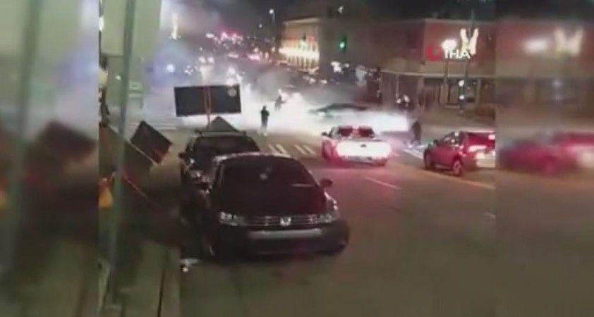ABD'de polis aracı kalabalığa daldı: 1 yaralı