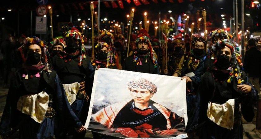 İzmir'de Cumhuriyet'in 97. yılında meşaleli yürüyüş