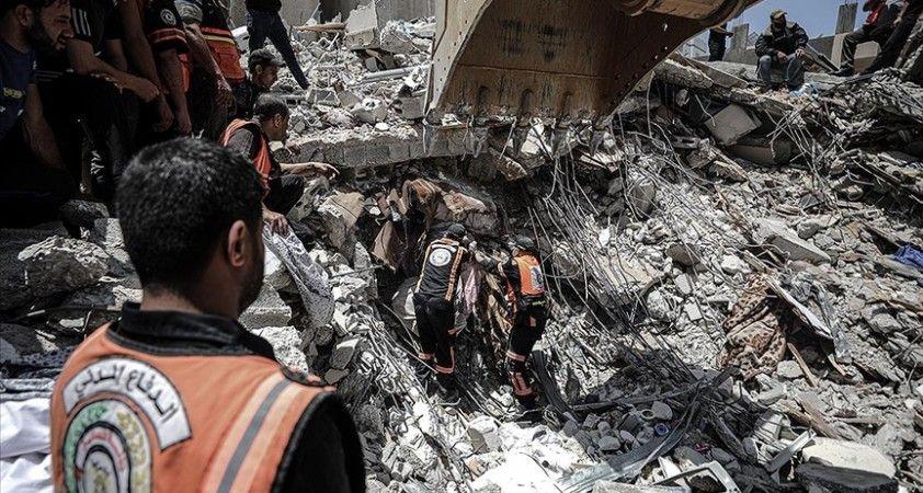 İsrail uçaklarının Gazze'ye düzenlediği saldırılarda 2 doktor hayatını kaybetti
