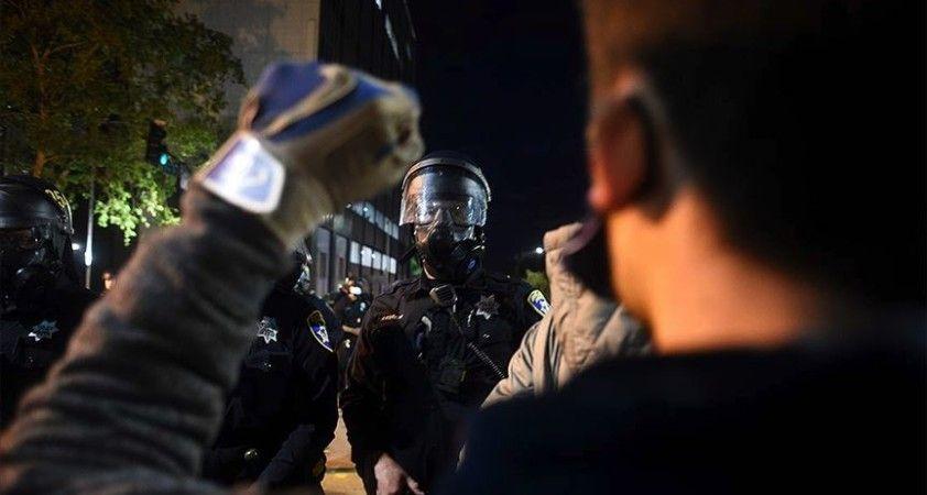 Minneapolis'te gösterciler sokağa çıkma yasağının başlamasının ardından biber gazı ile dağıtıldı