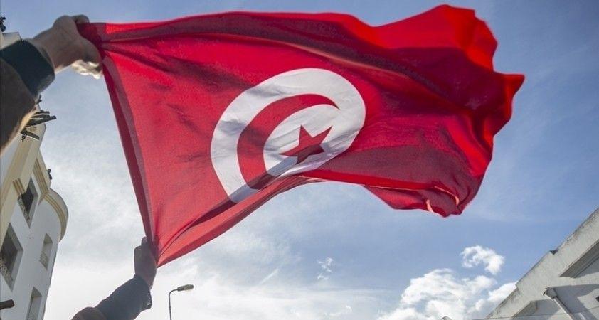 Tunus'un en büyük sendikası 'Cumhurbaşkanı'nın Anayasa'yı değiştirmesini' reddetti