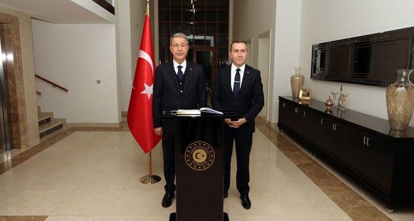 Bakan Akar, Türkiye'nin Bağdat Büyükelçiliği'ni ziyaret etti