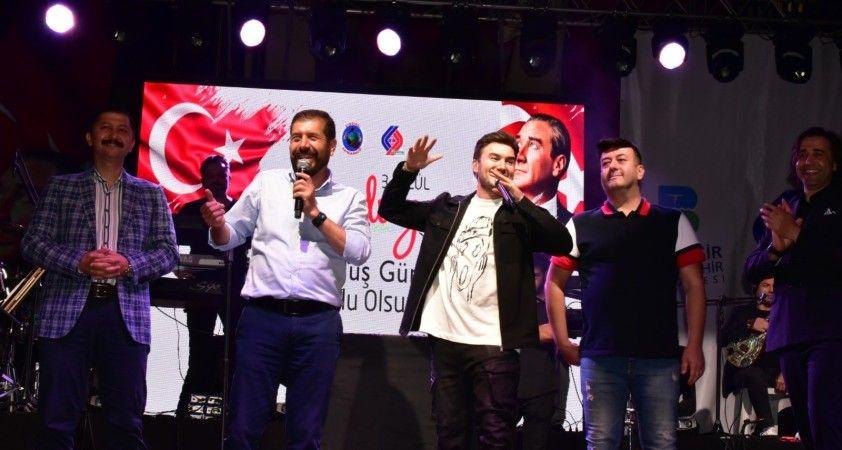 Mustafa Ceceli Sındırgı'yı coşturdu