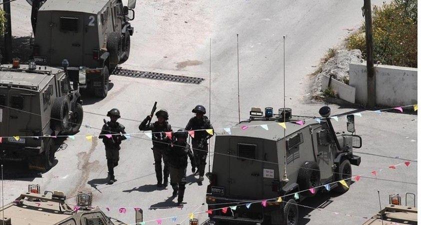 İsrail ordusu Filistinli bir kadını saatlerce bebeğinden ayırdı