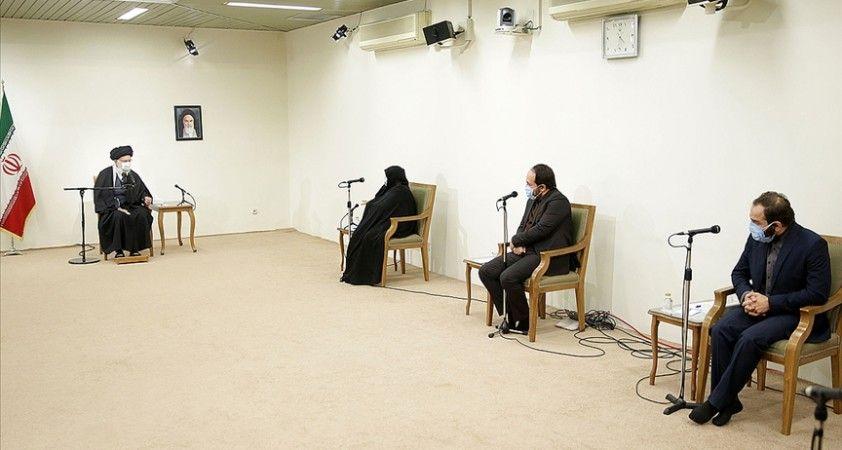 İran lideri Hamaney suikasta uğrayan nükleer bilimci Fahrizade'nin ailesiyle görüştü