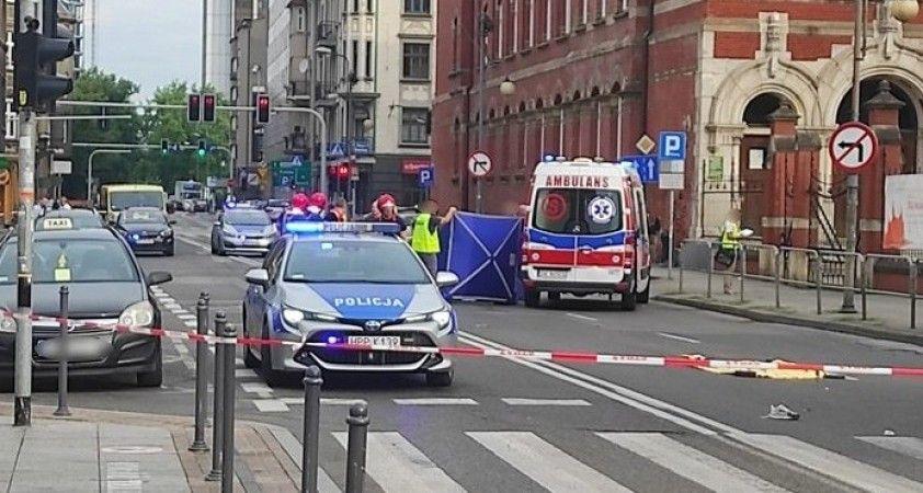 Polonya'da otobüs şoförü kavga eden gençleri ezdi: 1 ölü