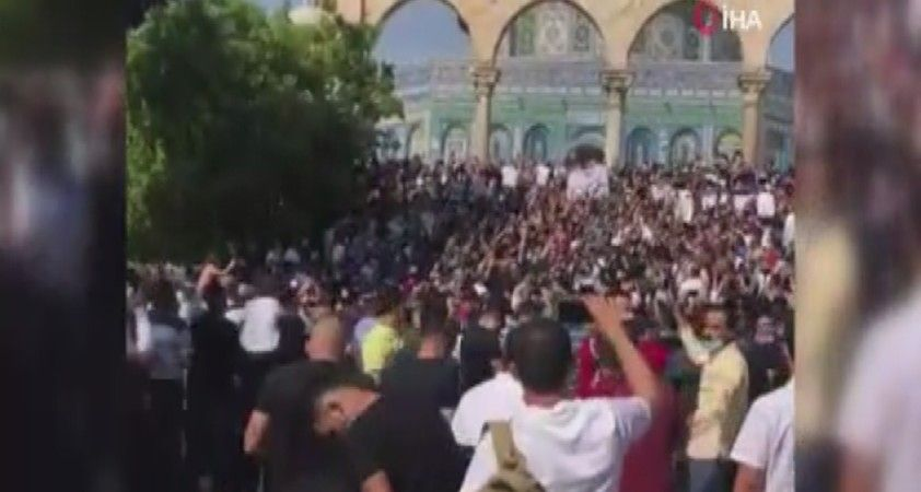 Filistinliler Mescid-i Aksa'da Fransa'yı protesto etti