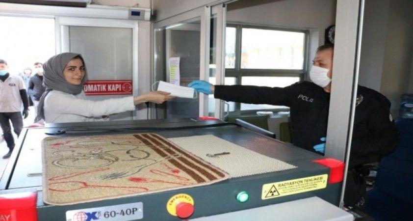 Düzce'de ücretsiz maske dağıtımına başlandı