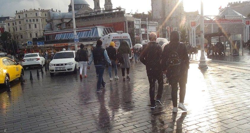 Taksim'de yağmur sonrası oluşan gökkuşağı hayran bıraktı