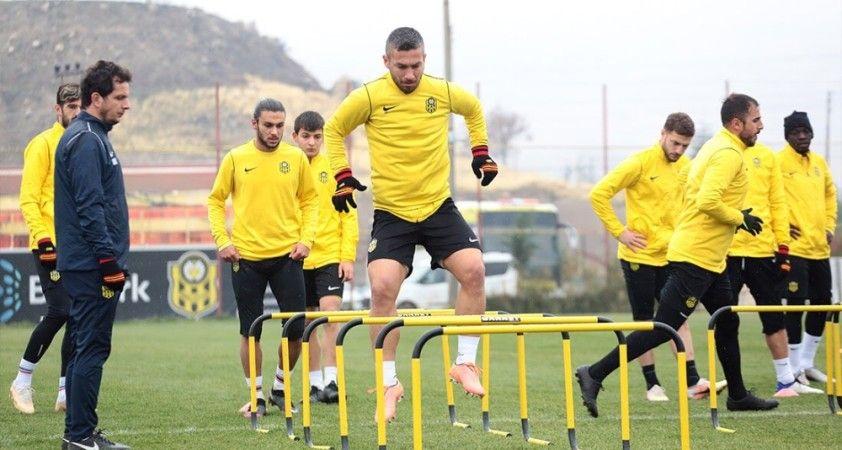 Yeni Malatyaspor'da 2 futbolcuda daha korona virüse rastlanıldı