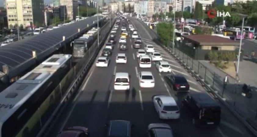 Tam kapanmanın ardından İstanbul'da ilk mesai sonu trafik yüzde 63'e ulaştı