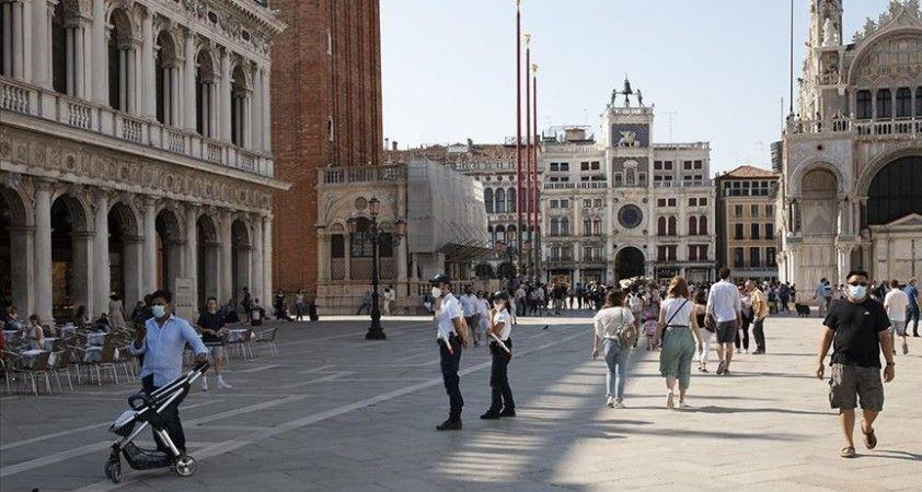 İtalya'da son 24 saatte 1912 Kovid-19 vakası tespit edildi