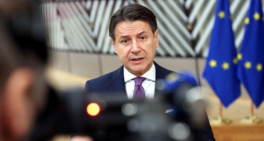 İtalya'da uzmanlar, Conte ve hükümetinin siyasi krizden kırılgan şekilde çıktığı görüşünde birleşiyor