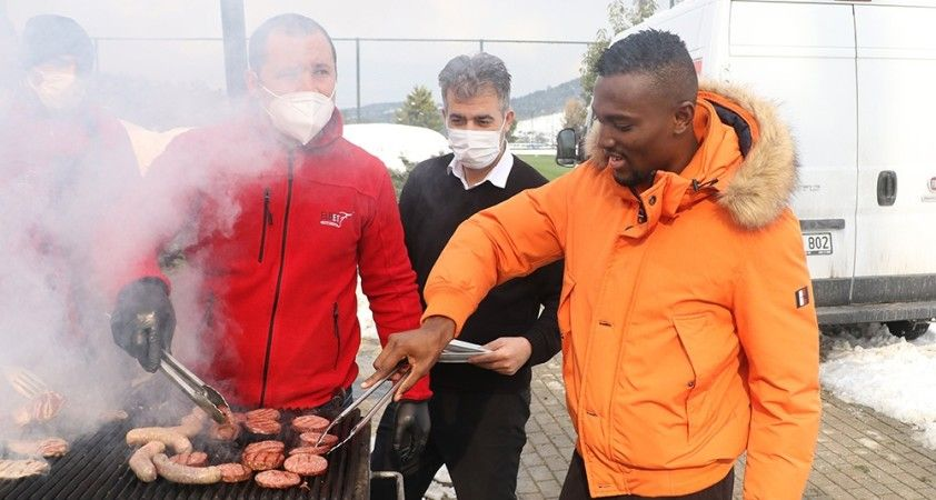 Beşiktaşlı futbolcular barbekü partisinde bir araya geldi