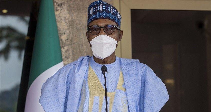 Buhari: (Erdoğan'a) 4 milyon kişiye ev sahipliği yaptığınız için teşekkür ediyoruz. Tüm dünyaya örnek teşkil ediyorsunuz