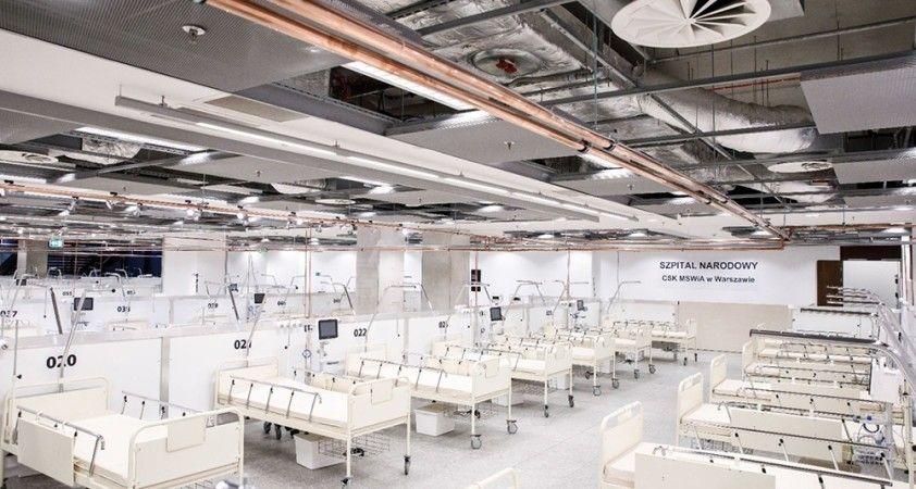 Polonya'da Covid-19 hastaları için yapılan ilk sahra hastanesi faaliyete geçti