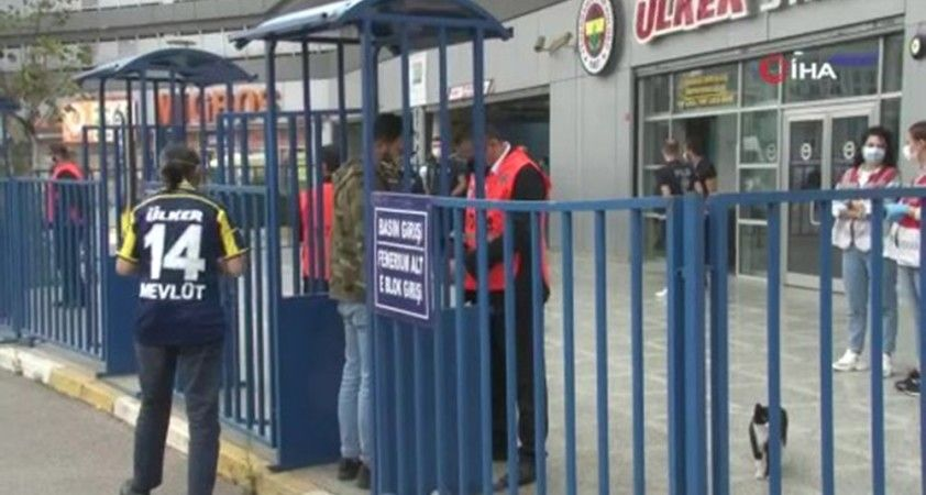 Fenerbahçeli taraftarlar stada geldi