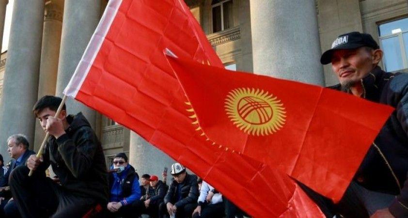 Kırgızistan Rus üssünü genişletmeyi konuşmaya hazır, devlet başkanlığı seçimleri 10 Ocak'ta