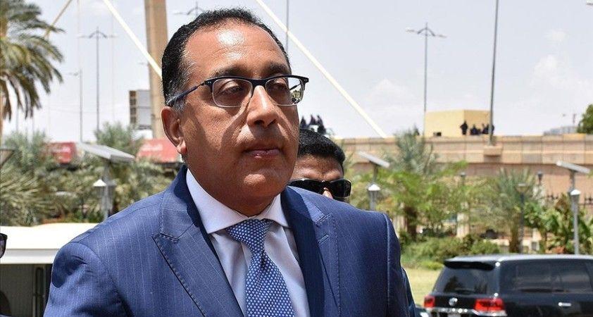 Mısır Başbakanı Medbuli, iş birliğini güçlendirmek için D-8'in faaliyetlerine katılmayı önemsediklerini açıkladı