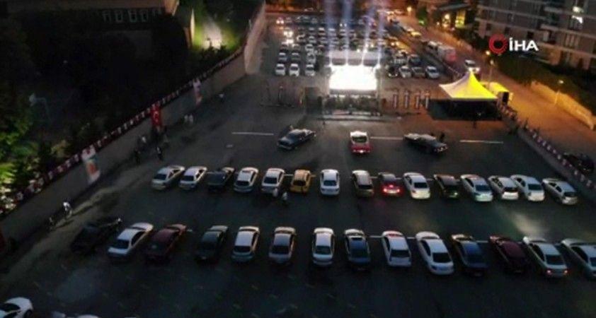 Çekmeköy'de açık havada arabalı sinema nostaljisi keyfi