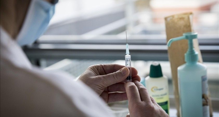Fransa, Kovid-19 aşısı teslimatında gecikmeler yaşanması halinde ceza veya yaptırım uygulayabilir