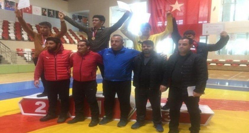 Vanlı güreşçiler Türkiye finallerine katılmaya hak kazandı