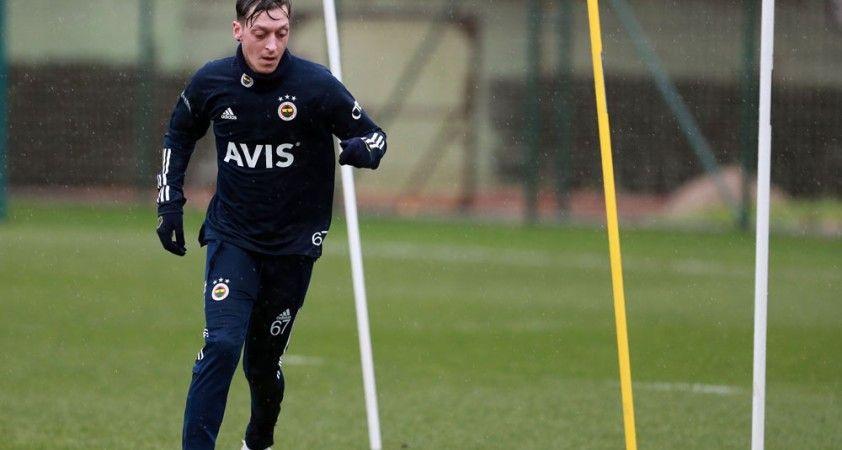 Fenerbahçe'de Mesut Özil bireysel çalıştı