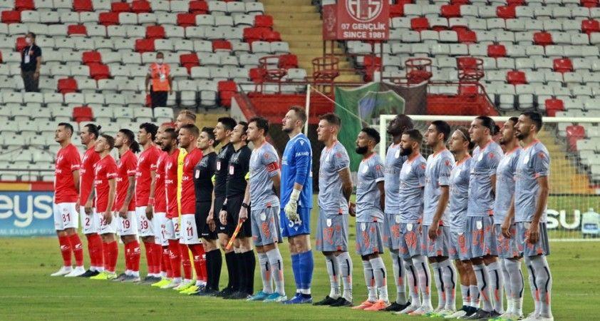 Süper Lig: Antalyaspor: 0 - Medipol Başakşehir: 0 (İlk yarı)