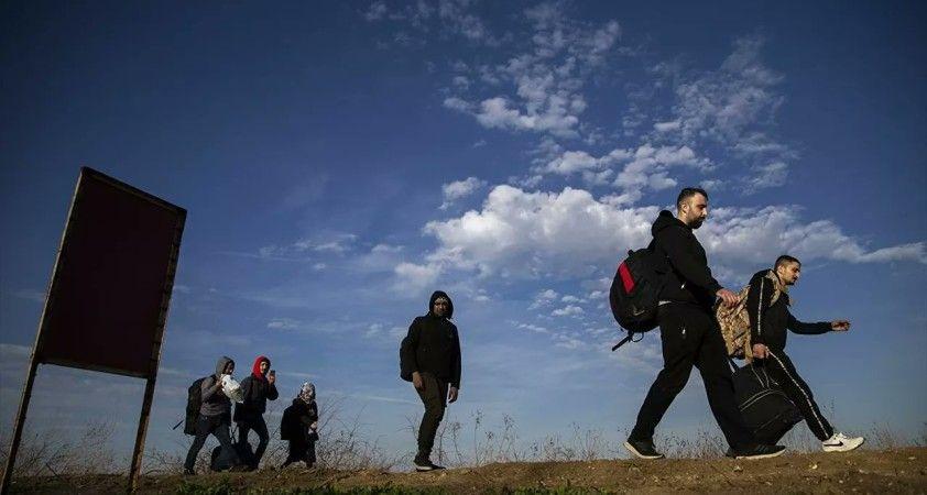Yunanistan'da yasa tasarısı: Aşı olmak için merkezlere gelen göçmenler sınır dışı edilemeyecek