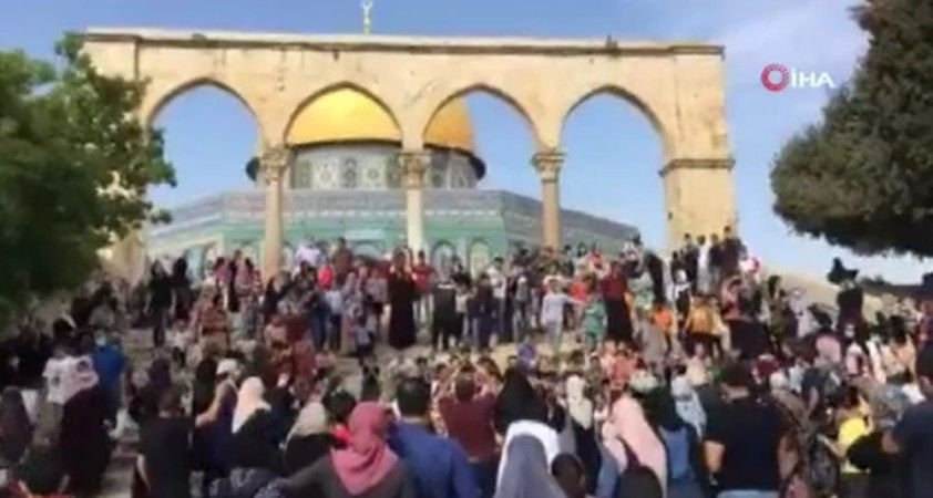 Binlerce Filistinli Peygamberimizin doğum yıl dönümü münasebetiyle Mescidi Aksa'ya akın etti