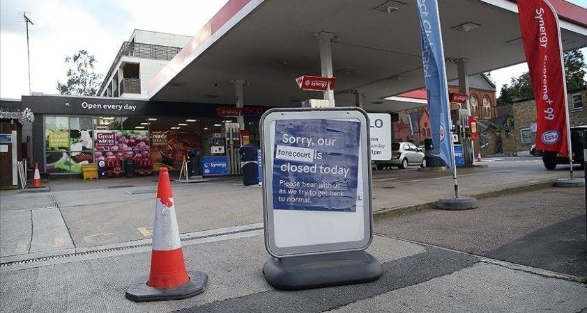 İngiltere'de benzin fiyatı litre başına 1,42 sterlinle rekor seviyeye yükseldi
