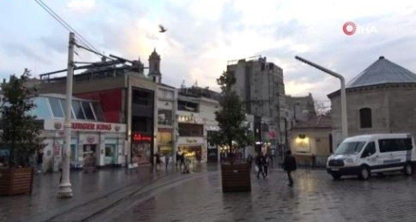 Taksim'deki yoğunluk yağmur yağışı sonrası dağıldı
